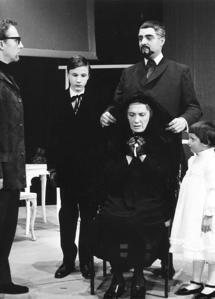 Bamberg: Theater mit Gerd Gutbier links u Annette Bauer rechts. Stadtarchiv Bamberg,  D 2088 12171